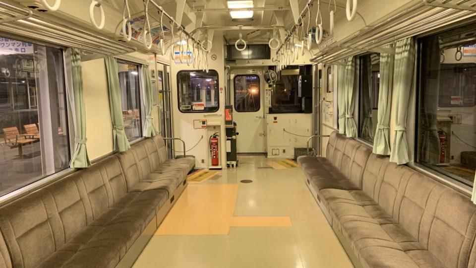 誰もいない電車の中